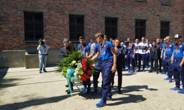 "Azzurrini in visita ad Auschwitz e Birkenau: ""Nessuno mai dimentichi"""